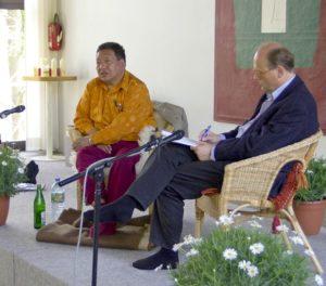 Akong Rinpoche und Übersetzer Ulrich Küstner